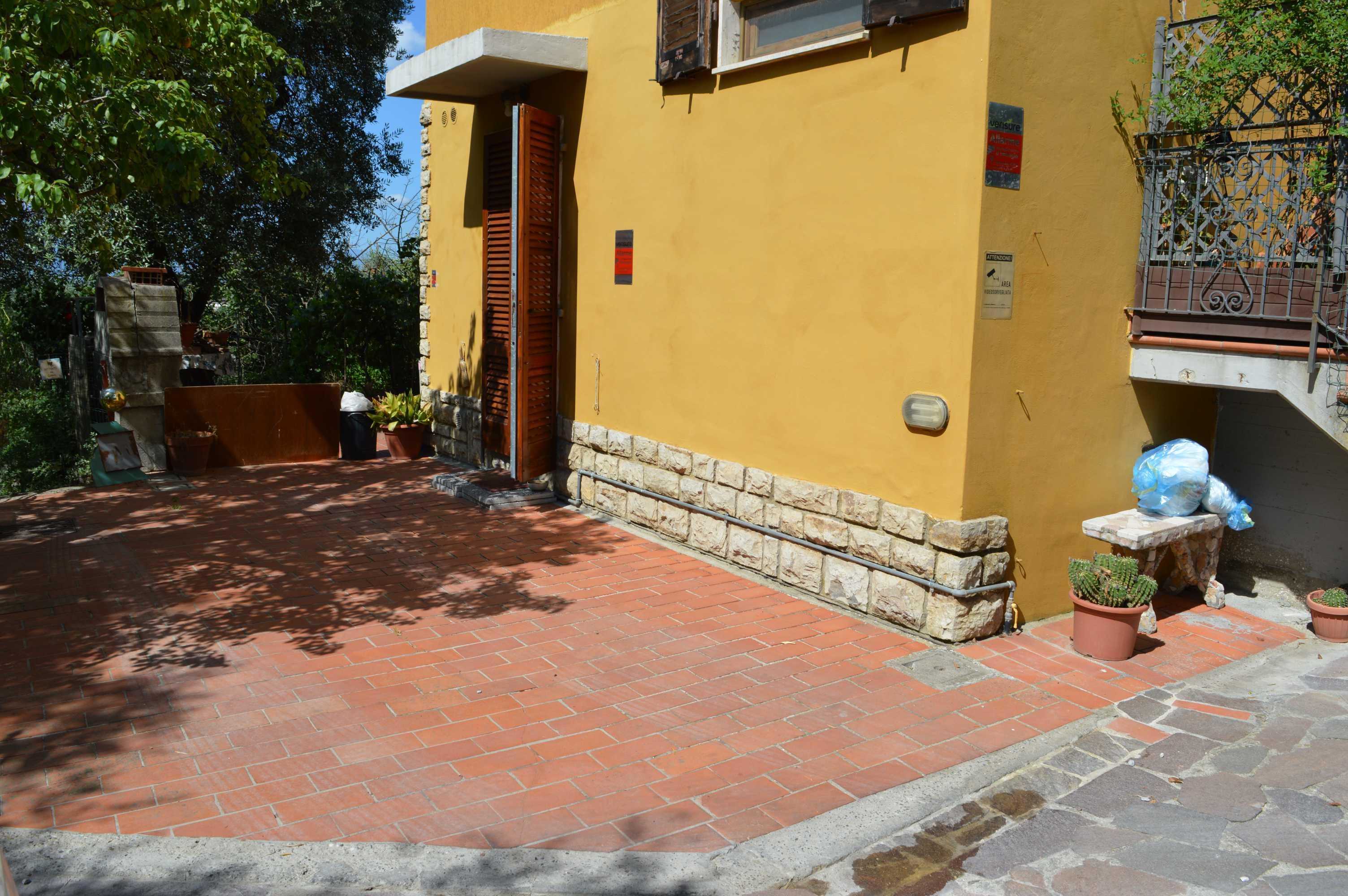 Appartamento indipendente con ca. 200 mq di giardino