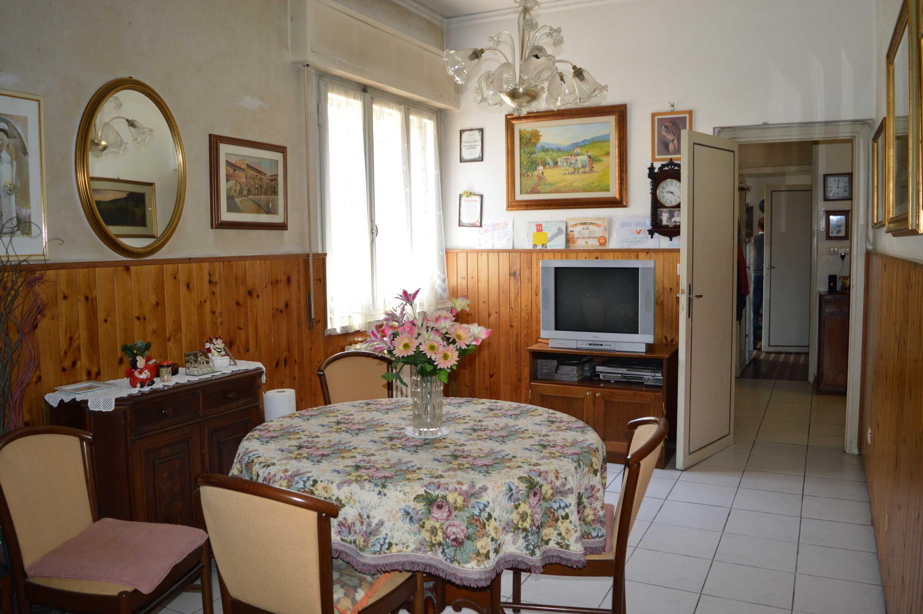 Appartamento in bifamiliare al piano terra con resede